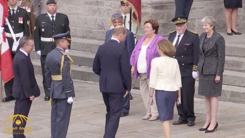 """لا تفعلها إلا مع أمراء وملكة بريطانيا ..  شاهد  تحية """"تيريزا """" الغريبة أثناء السلام على الأمير وليام !"""