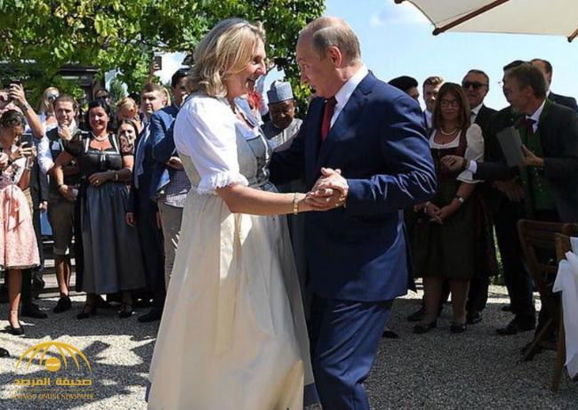 شاهد .. بوتين يراقص وزيرة الخارجية النمساوية في حفل زفافها