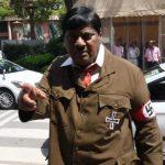 """""""نائب هندي"""" يتنكر في زي """"هتلر"""" أثناء جلسة بالبرلمان ويفاجئ زملائه .. ويكشف عن سبب تقمصه للدور"""