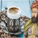 قصة السلطان العثماني الذي جرم شرب القهوة.. هذا ما كان يفعله بالشخص الذي يراه يحتسي المشروب في الشارع!