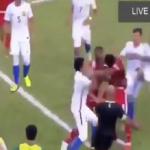 شاهد: مشاجرة عنيفة واشتباكات بالأيدي بين لاعبي المنتخب الإماراتي والماليزي!