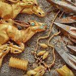 العثور على كنز من 3000 حلية ذهبية – فيديو