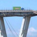 """سائق """"شاحنة جسر جنوى"""" يروي قصة نجاته من الموت في اللحظة الأخيرة – صور"""