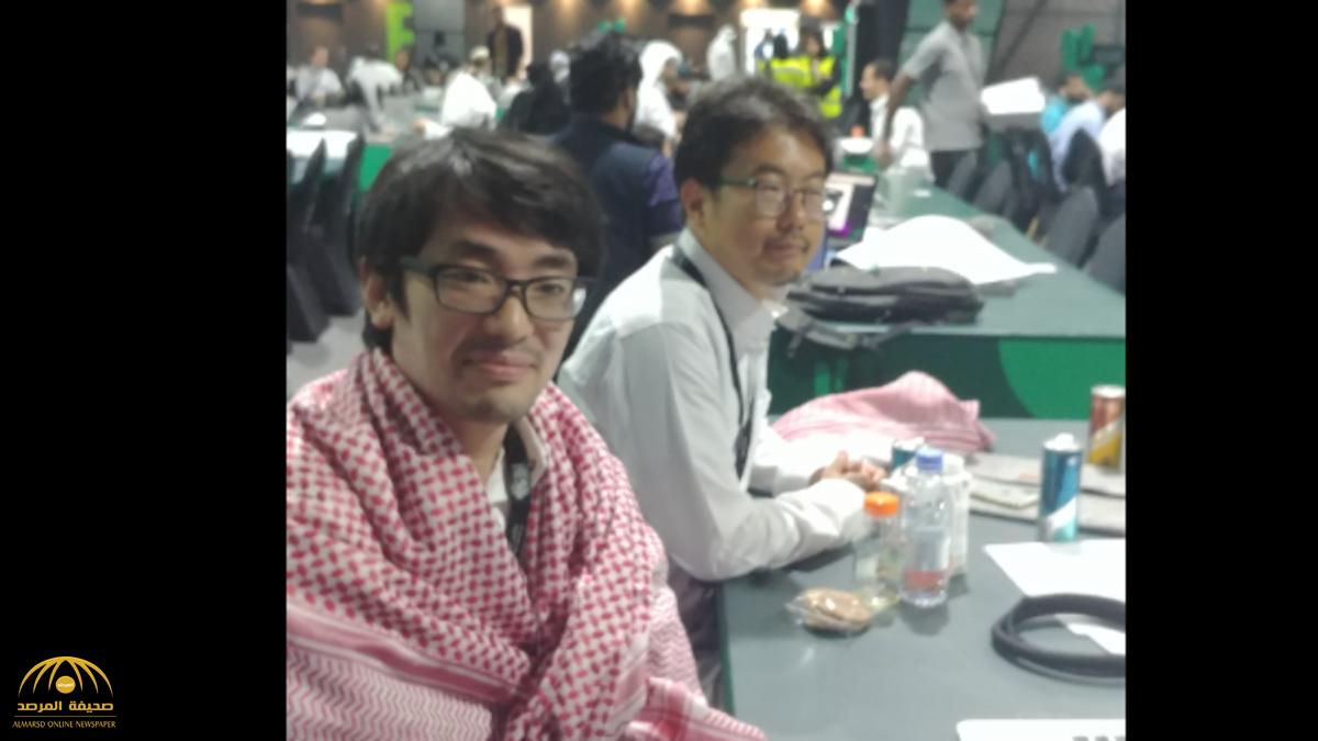 شاهد بالصور.. يابانيون يرتدون الثياب السعودية في هاكاثون الحج.. وهذا ما قالوه عن الشعب السعودي