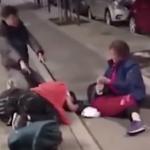شاهد .. الشرطة السويدية تخرج سياح صينيون من فندق وترميهم في الشارع بطريقة وحشية!