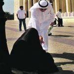 حقيقة القبض على سيدة حامل تتسول المارة في الكويت … والكشف عن جنسيتها
