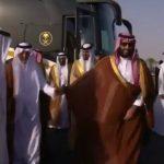"""شاهد .. لحظة وصول """"ولي العهد"""" و الشيخ """"محمد بن زايد"""" إلى مقر مهرجان الهجن بالطائف"""