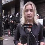 """شاهد ..  لحظة الاعتداء على إعلامية """"حسناء """" بالصفع والركل في أوكرانيا"""