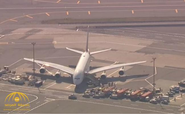 السلطات الأمريكية تحجر على ركاب طائرة إماراتية في نيويورك – فيديو