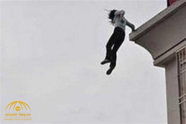 خادمة تلقى نفسها من الطابق الثالث في جدة.. وحينما حضر الهلال الأحمر لمباشرة الحالة كانت المفاجأة!