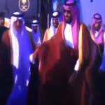 شاهد بالفيديو : ولي العهد وخالد الفيصل بين احترام العمر واحترام المنصب