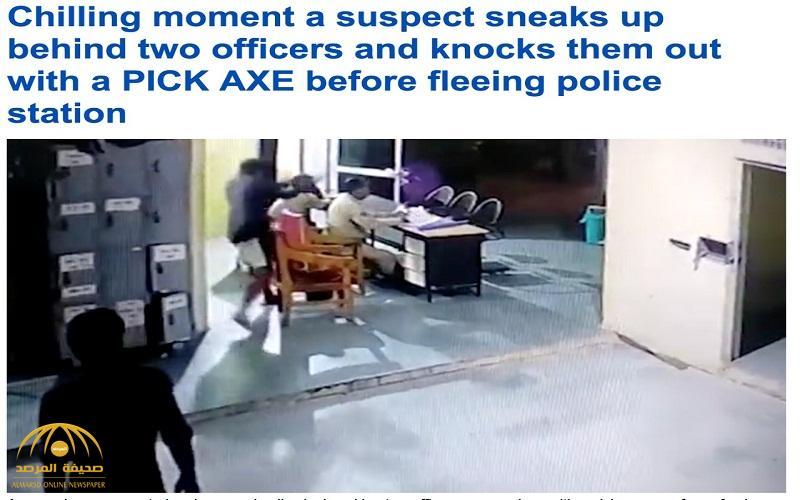 شاهد .. لحظة هجوم سجين على شرطيين بفأس داخل مخفر في الهند