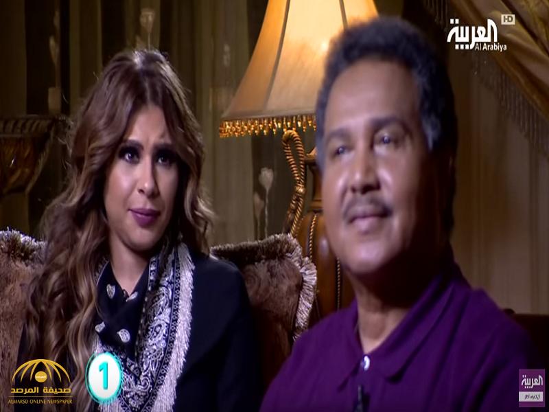 """محمد عبده يغازل مذيعة العربية """"سارة دندراوي"""".. شاهد ردة فعلها!"""
