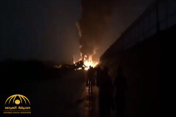 """النيران تلتهم طائرة ركاب روسية.. وفيديو يرصد """"المعجزة""""!"""