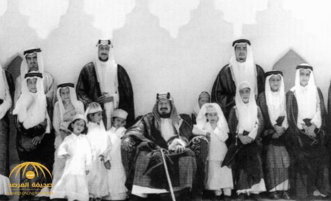 شاهد .. صور نادرة تروي تفاصيل من حياة الملك عبدالعزيز