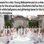 شاهد بالصور ..  عشرات الفتيات يرتدن الفستان الأبيض داخل القصر الملكي البريطاني