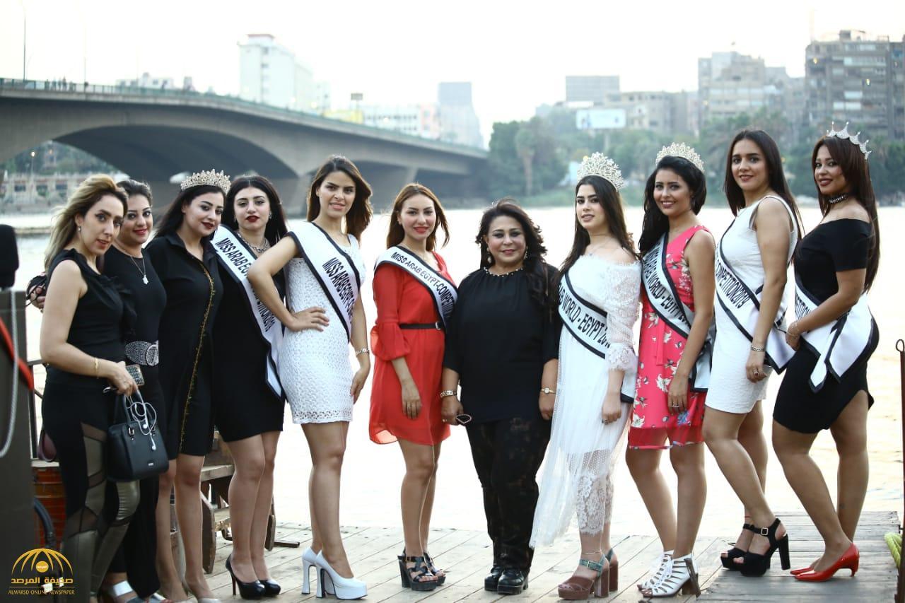 """بـ""""فساتين قصيرة وألوان زاهية"""".. بالصور: ملكات جمال العرب أثناء جولتهن على النيل بمصر!"""