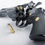 طالب مسلح يهاجم وكيل مدرسة ويطلق النار عليه في تثليث..  ومصادر تكشف دوافع الجريمة!