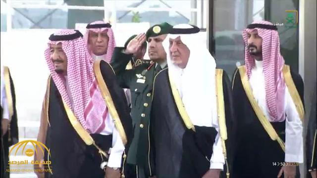 شاهد .. لحظة وصول خادم الحرمين لمقر مشروع قطار الحرمين السريع – فيديو