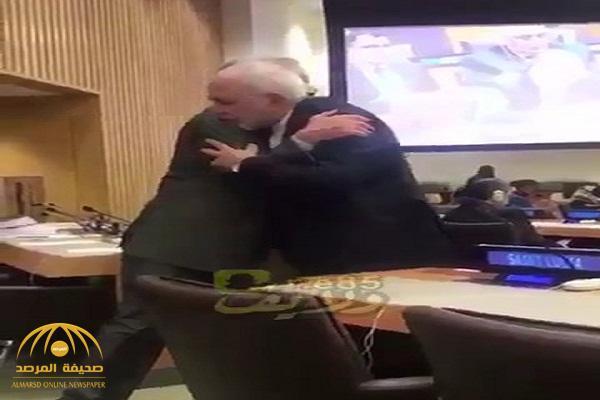 تداول فيديو لوزير خارجية إيران وهو يعانق نظيره القطري ويقبل كتفه بالأمم المتحدة