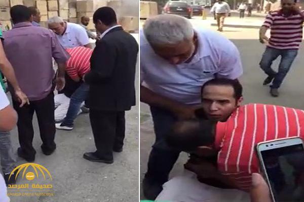 شخص يفجر عبوة ناسفة بمحيط سفارة أميركا بالقاهرة .. وفيديو يظهر لحظة القبض عليه والكشف عن هويته