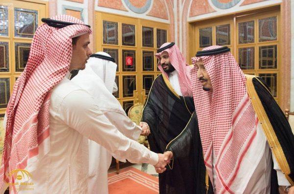بالصور: خادم الحرمين  يستقبل سهل وصلاح خاشقجي