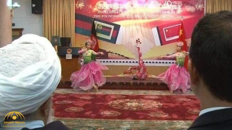 شاهد.. بالصور: فتيات يرقصن أمام  رجال دين في أفغانستان!