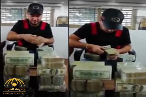شاهد : مطرب لبناني مغمور يثير الجدل بفيديو لأموال ضخمة .. وهكذا برر تصرفه