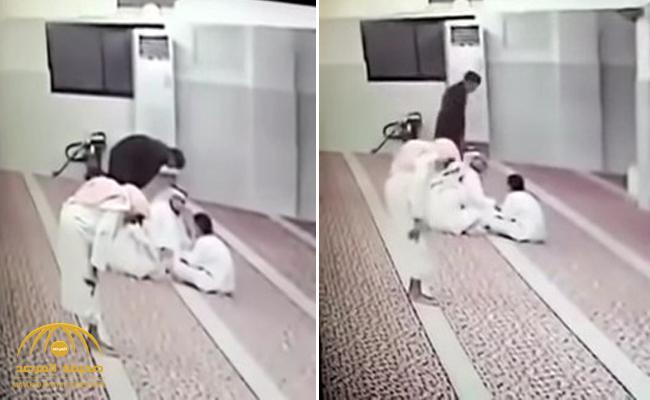 بالفيديو .. لحظة وفاة مُصَلٍّ داخل مسجد ببيشة