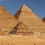 كشف يحل اللغز التاريخي: كيف نقل المصريون الأحجار الهائلة بعصر الأهرامات؟