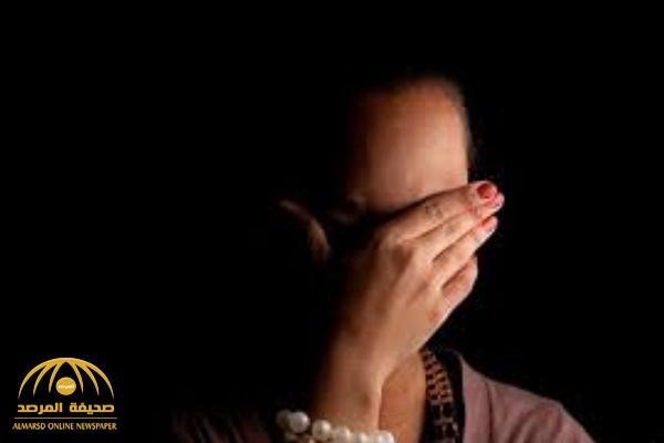 مصرية تتخلص من زوجها بـ20 طعنة بمساعدة عشيقها.. والتحقيقات تكشف تفاصيل جريمتهما!