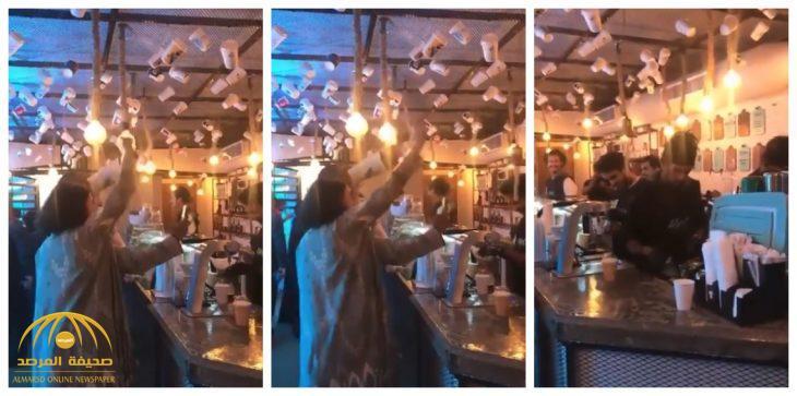 شاهد: المقطع الذي تسبب في إغلاق مقهى بجدة وإحالة صاحبته للنيابة