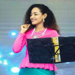 """توقيف فنانة سودانية بتهمة """"الزي الفاضح"""""""