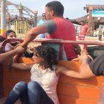 """شاهد .. سائق """"تروسيكل"""" يقيد فتاة بالقوة في مصر ويمنع الأهالي من تحريرها !"""