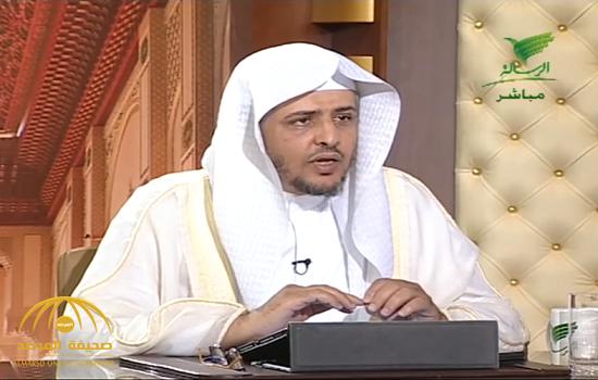 """بالفيديو.. الداعية """"المصلح"""" يكشف عن حكم الصلاة في مسجد يوجد به قبر!"""