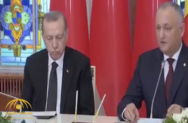 بالفيديو.. شاهد أردوغان ينام أثناء مؤتمر صحفي!