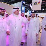 """ولي عهد دبي يزور جناح STC في معرض جايتكس 2018 .. والشركة تكشف عن أحدث ابتكار في مجال تقنية """"الاتصال الجوي"""" -صور"""