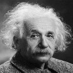 """خطها بيده قبل عام من وفاته .. شاهد """"رسالة الألوهية"""" لـ """"آينشتاين"""" حول وجهة نظره  عن  """"اليهود"""" !"""