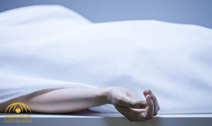 مواطن يعثر على زوجته جثة هامدة داخل منزلهما بجدة وعلى يدها آثار دماء .. وهذا ما أوضحه للشرطة