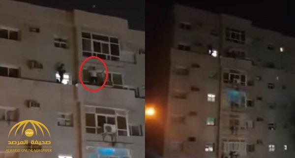 شاهد .. فيديو صادم لشخص ينتحر من الدور الخامس في الكويت