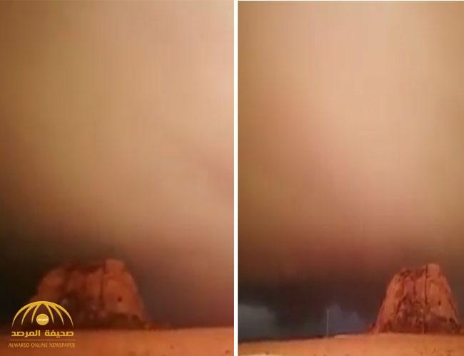 بالفيديو.. مواطن يوثق مشهد لسحابة تغطي سماء قرى شمال عفيف