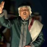 """تبي سلمان ناظر في السماء.. تخيب إيدك ما طلته ولا طالوه أسلافك  .. شاهد أغنية """"محمد عبده """"أمام الملك في حفل تبوك"""