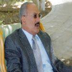 """نسخة طبق الأصل.. شاهد.. شبيه الراحل """"علي عبدالله صالح"""" يثير جدلا واسعا في اليمن"""