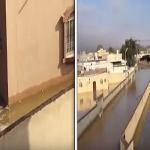 """شاهد.. سيول منقولة من الأردن تغمر شوارع ومنازل قرية """"غطي"""" بالقريات!"""