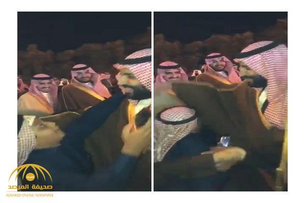 شاهد: رد فعل ولي العهد لطفل من الجوف حاول تقبيل يده ورأسه