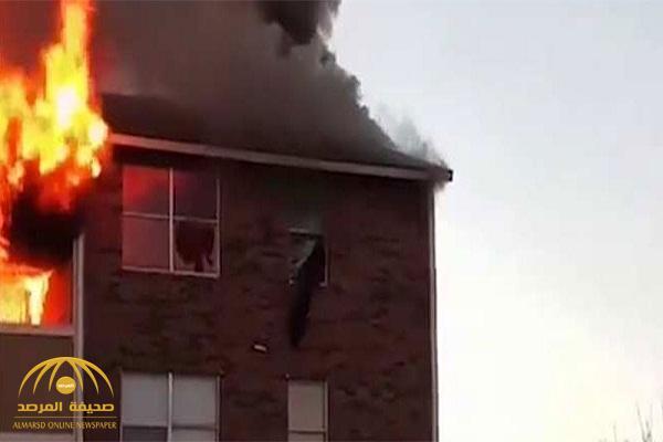 بالفيديو: شاهد ماذا فعلت  أم لإنقاذ طفلها من الحريق!