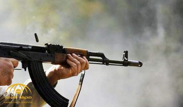 """احتجز عدد من أفراد أسرته وبينهم نساء .. مواطن يطلق النار من سلاح """"رشاش"""" على شقيقه ورجل أمن بالطائف"""