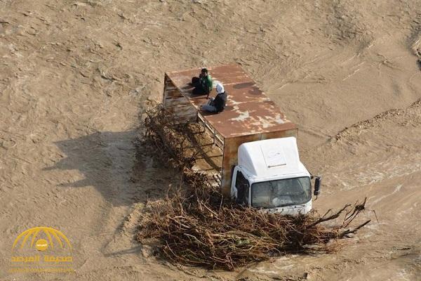 شاهد: السيول تجرف السيارات والأشجار في الليث وتحتجز وافدين .. والكشف عن حقيقة إنهيار السد
