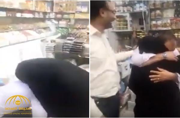شاهد: ردة فعل مقيم يمني التقى والدته بشكل مفاجئ بعد فراق طويل أثناء عمله في السعودية!