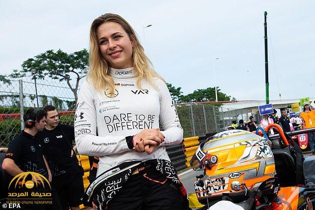 """فيديو لحادث مروع .. شاهد.. سيارة فتاة تطير في الهواء بسرعة جنونية بسباقات """"الفورمولا3""""!"""